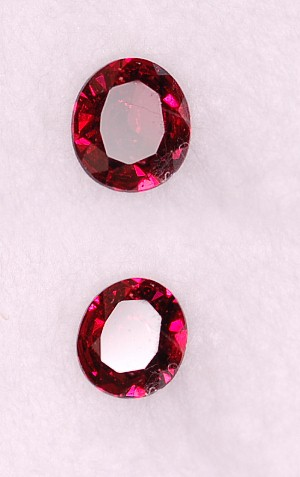 5x4.5mm, Raspberry Garnet-oval